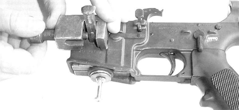 ちなみにM16A1をA2にコンバートする際には、刻印はパンチを用いて人力で書き換えられていた Source: Cristopher R. Bartocci. (2004). Black Rifle II - the M16 into the 21st Century, Canada: Collector Grade Publications. p. 23