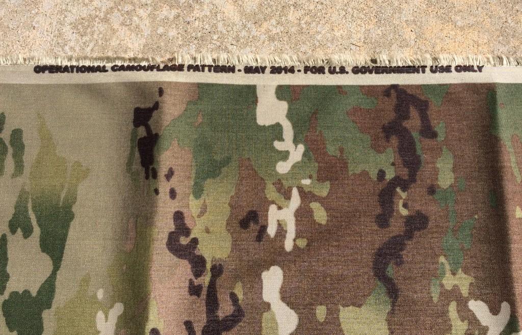 生地は500デニールのコーデュラナイロン。「Operational Camouflage Pattern - 2014年5月 - 合衆国政府による使用に限る」との表記がある。 (出典: Soldier Systems Daily)