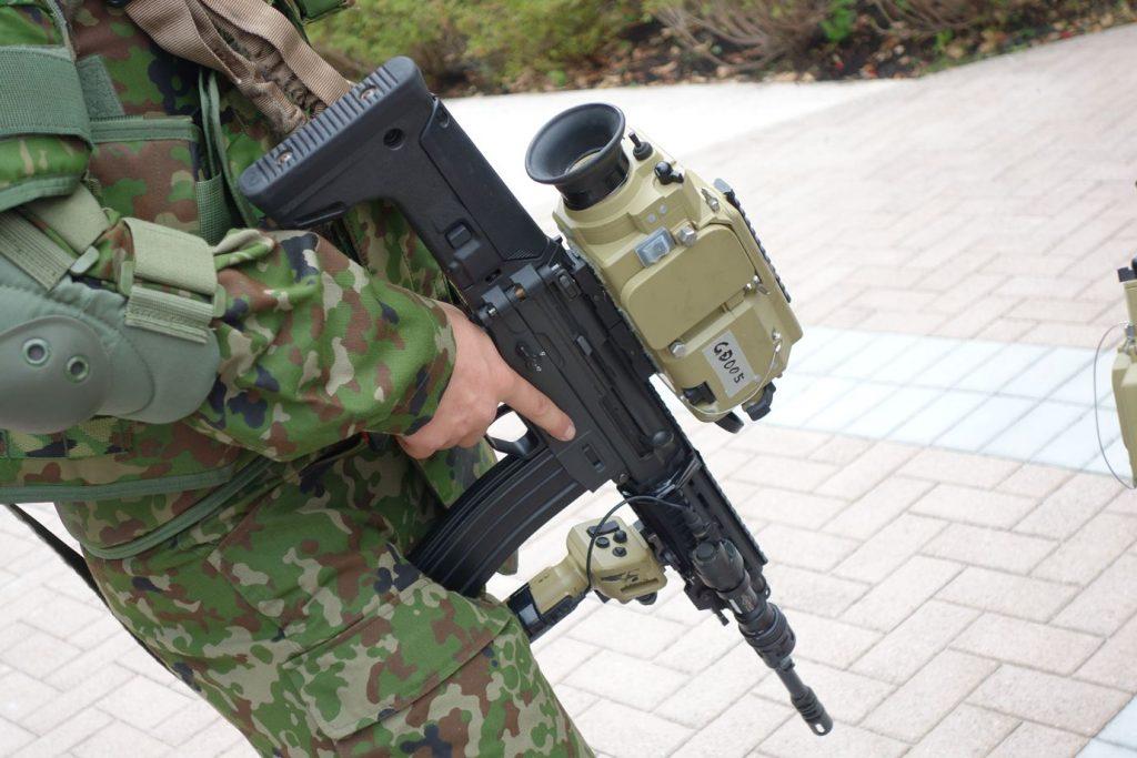 2012年の防衛技術シンポジウムで発表された第3世代ACIESの先進軽量化小銃